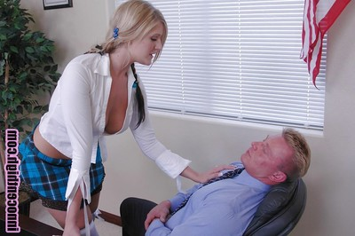 Sexual golden-haired schoolgirl young Daryn giving a juicy fellatio