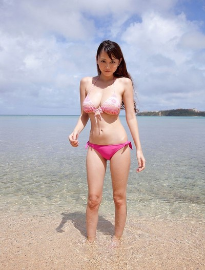 Curvy eastern anri sugihara at the beach in a pink bikini