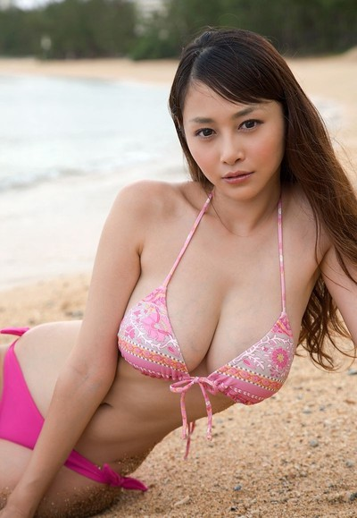 Curvy eastern anri sugihara at the beach in a pink bikini