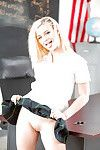 Golden-haired schoolgirl Aubrey Gold posing get pleasure a bitch in uniform at school