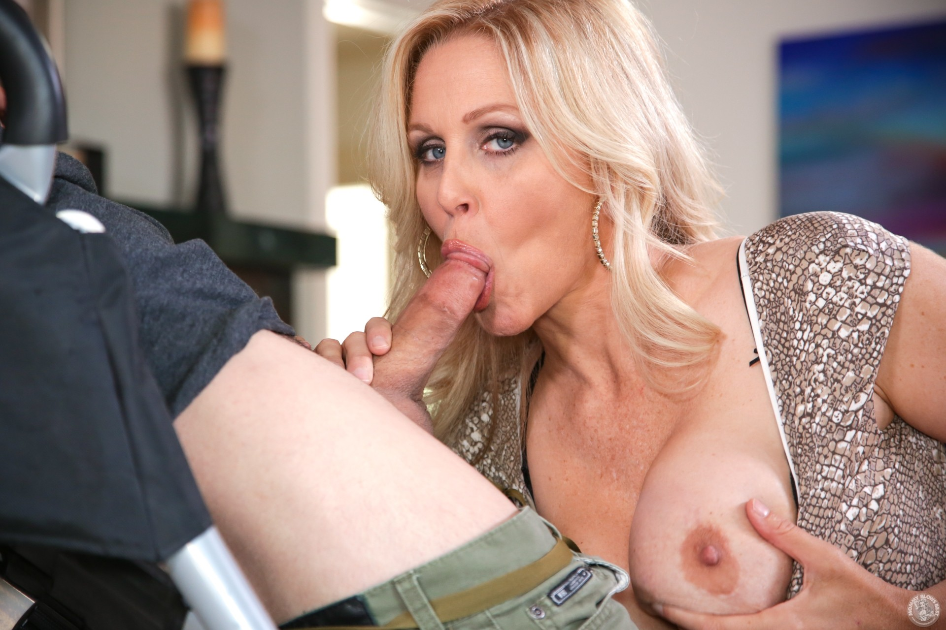 Julia ann making deepthroat mature blowjob