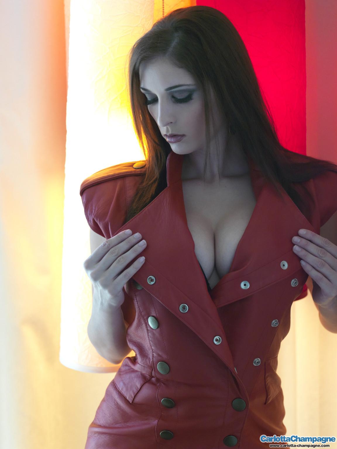 Carlotta champagne red leather