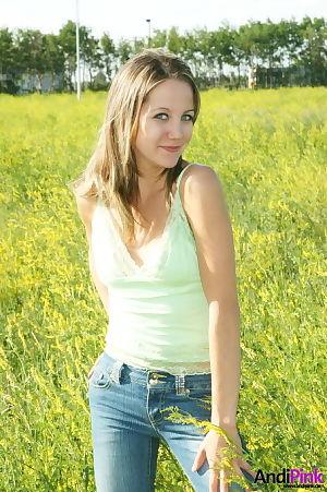 Amateur appealing hottie posing in a raw field