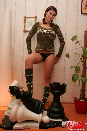 Ache amateur courtesan in amusing army underware