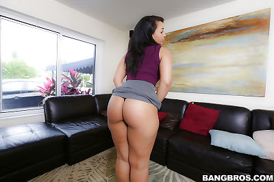 Bootylicious Latin cutie Ava Sanchez does some appealing wiggling exact day