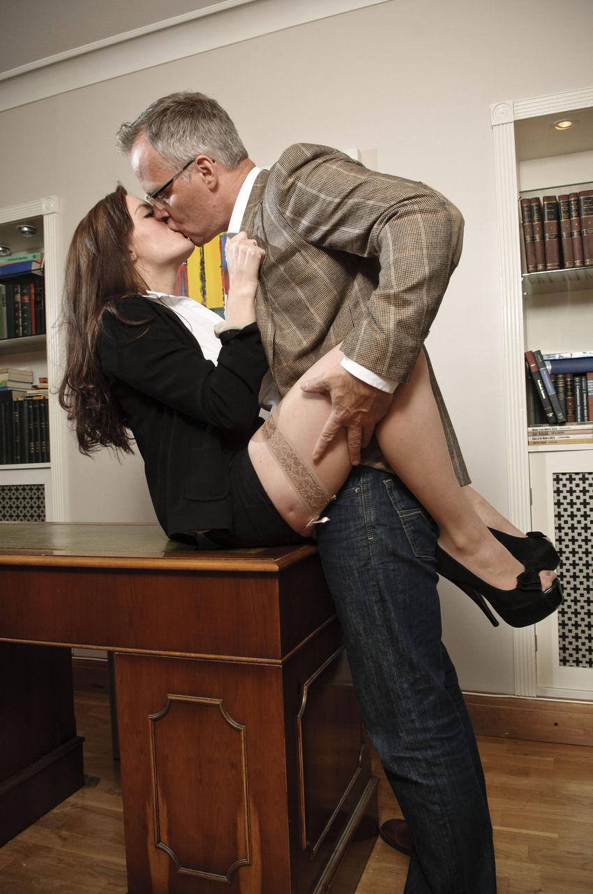 Nasty secretary Samantha Bentley copulates her boss in flesh colored