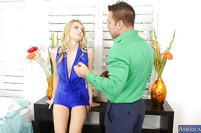 Real life wife Natalia Starr is engulfing a massive massive pecker of her gentleman