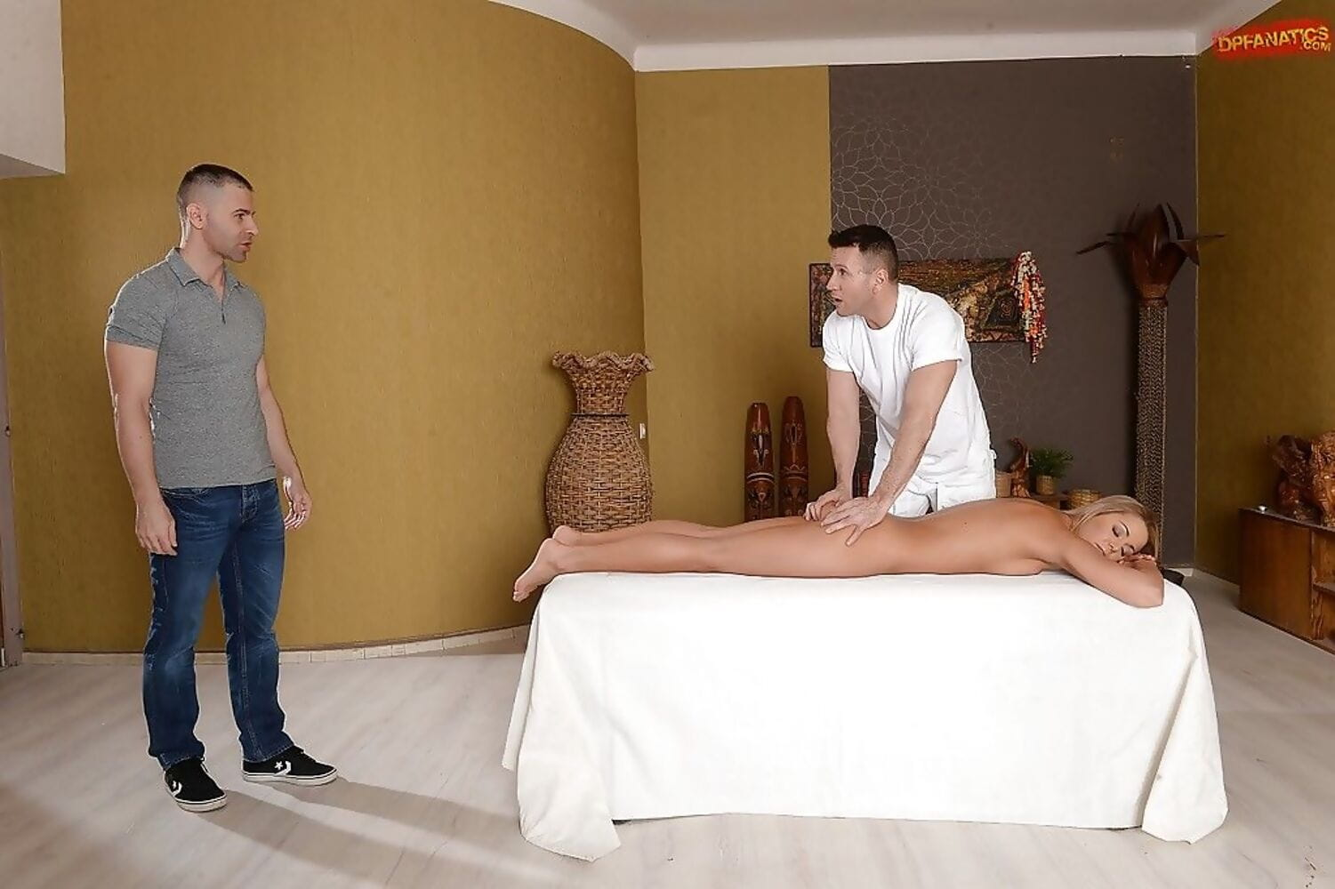Blond teenager Christen Courtney jolly ass-drilling in MMF DP afterwards massage