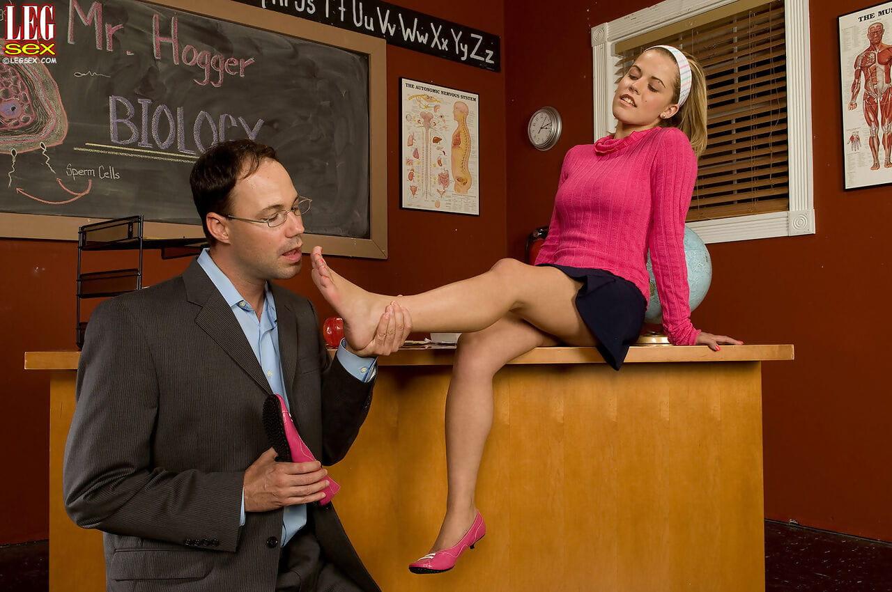 Elegant blond schoolgirl Charlie Lynn gives patriarch an later on way footjob