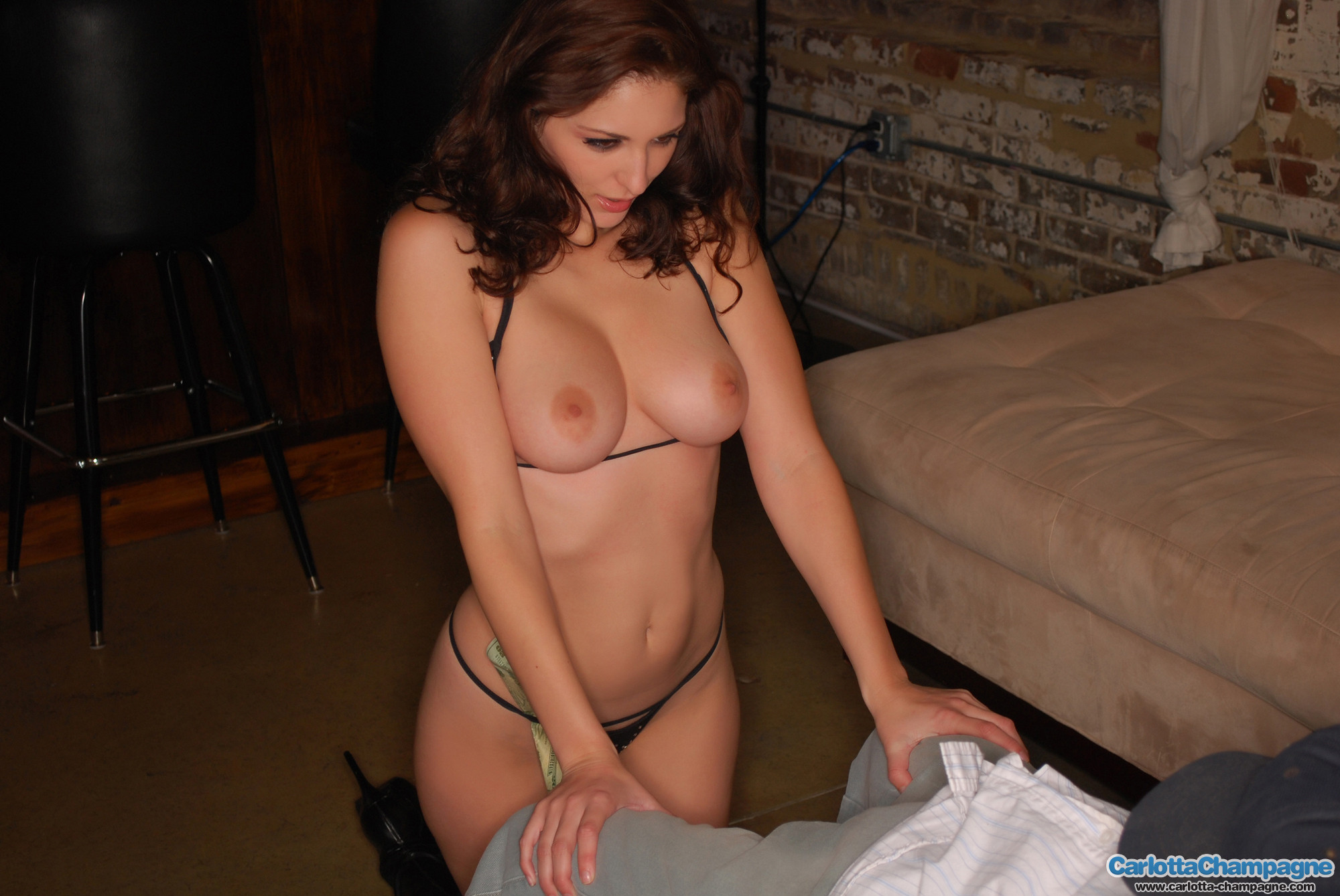 nude Carlotta amateur champagne webcam