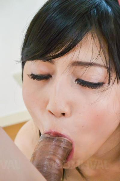 Reo Saionji squirts after having muted twat fingered and aroused