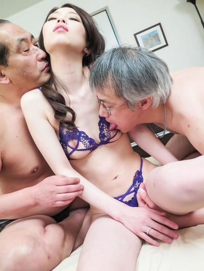 Misaki Yoshimura has cum with respect to opening after obtaining penises with respect to holes