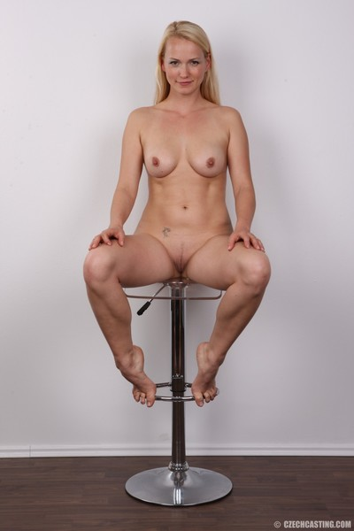 Raunchy wife posing unclothed