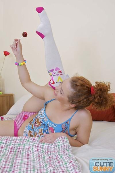 Redhead amateur princess licks lolli