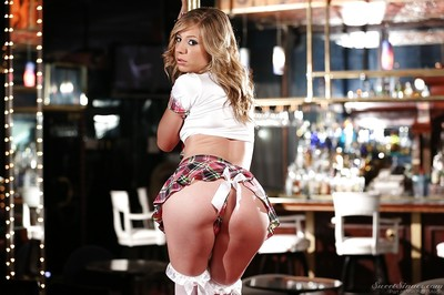 Slender hotty with bushy cooter Chastity play Lynn performs a erotic dancing