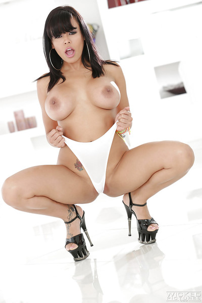 Dark hair chicito Luna Star unveiling mammoth Lalin girl pornstar love bubbles and nice booty