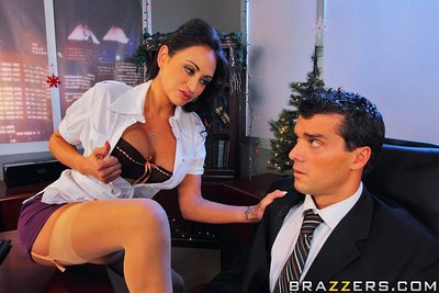 Is Christmas eve and Ramon is about to disappear abode to celebrate. Claudia, his boss shows up with extra quantity till for him finally right away. Ramon is not contending but all this is simply a scam to discipline him. Claudia initiates to ask astonish