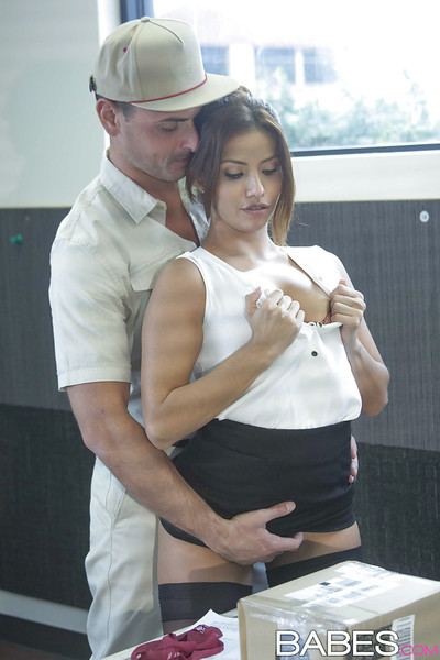 Dick-sucking Latin chico wench Isabella De Santos humps with her boss