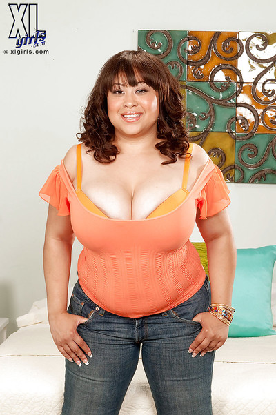 Fatty melodious model Twilight Starr uncovering her giant limber front bumpers