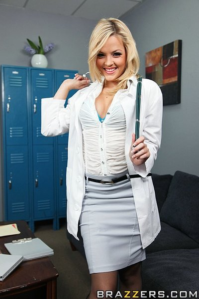 Pleasant gal with remarkable waste Alexis Texas enjoys bodily cunt smokin