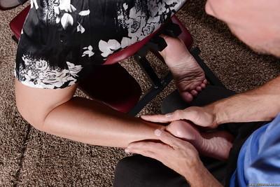 Tattooed milf Simone Sonay is receiving an surprising massage