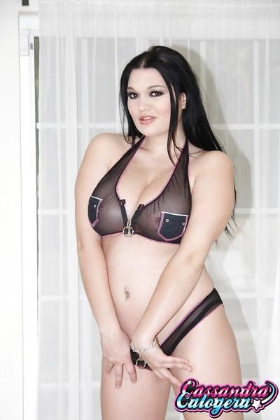 Curvy dear Cassandra Calogera amplifying Latina chicito pornstar slit in boots