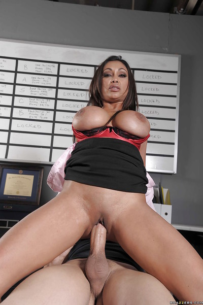 Sexually intrigued indian MILF with colossal jugs Priya Anjali Rai obtains owned in the office