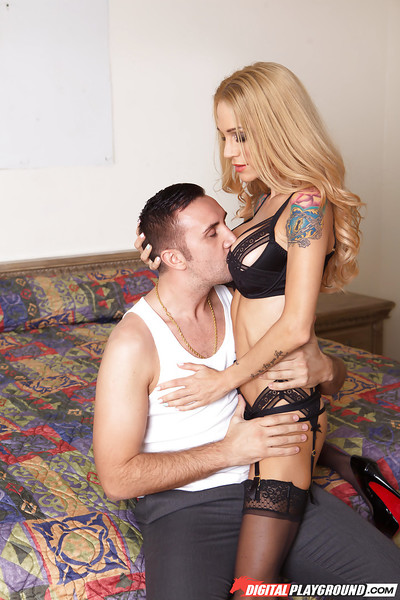 Heavily inked blond mother Sarah Jessie glorious filthy facial ejaculation from ramrod