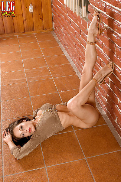 Latin chico solo lass Genie Onyx showing off fantastic legs and meaningful arse
