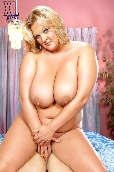 Mellow peachy Anna Kay masturbates and has extreme hardcore act of love