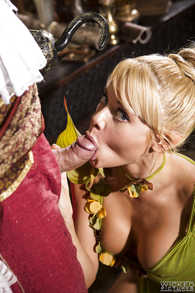 Fairy cosplay pornstar Riley Steele giving bj and hand job for cock juice on apples