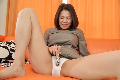 Eastern MILF in pipe getting rid of her sub and toying her wet crack