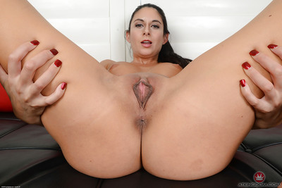 Brown hair MILF Nikki Daniels erotic dancing off yoga underclothes to widen skinhead pussy