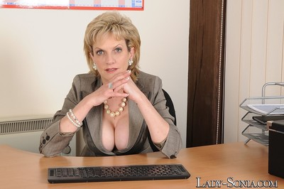 Round assed boss milf lady sonia playing with dick in office