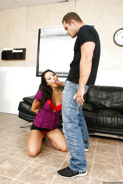 Sweet Oriental pornstar Asa Akira humps rough with Nacho Vidal