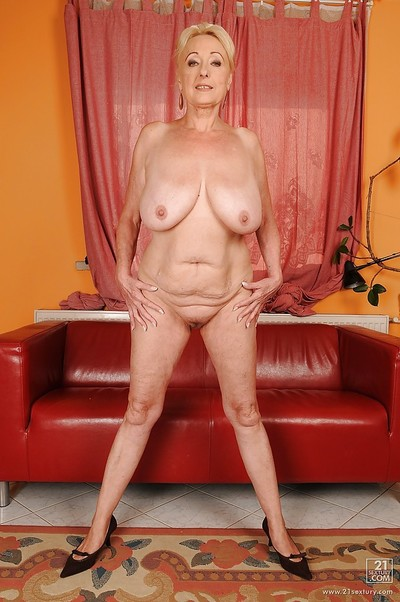 Fatty mature with limp love muffins and ample booty voluptuous off her clad