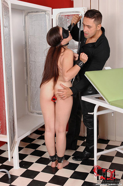 Collared and blindfolded Fuck and play fixation princess Daphnee Lecerf anally invaded