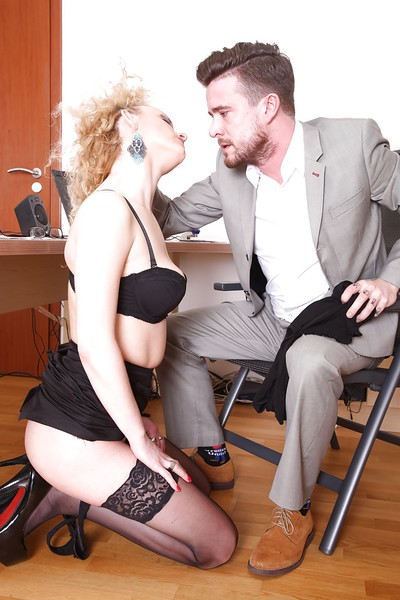 European Anita Vixen is being drilled in her tense wide throat!