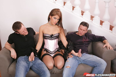 Long-haired milf Defrancesca Gallardo jazzes in a sweaty Male+Male+Female