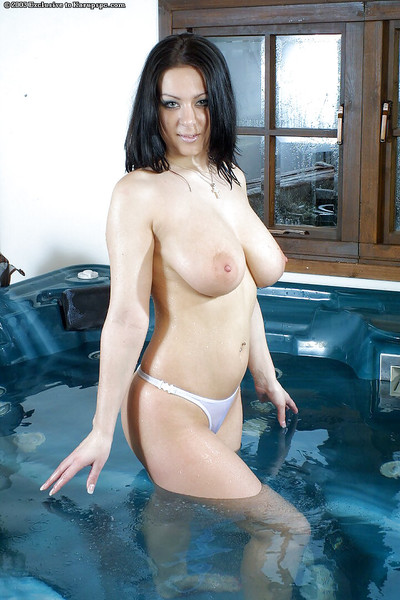 Brown hair bikini sample Alana Amrose is being all soaked and excited