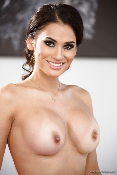 Breasty Latin cutie chicito Vanessa Veracruz makes known trimmed cum-hole lower yoga g-string