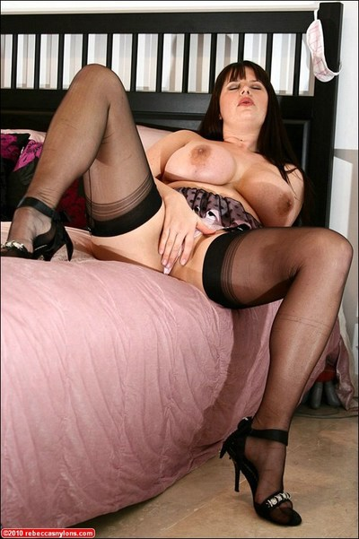 Grown fatty on high heels puts her savoury butt on display and masturbates