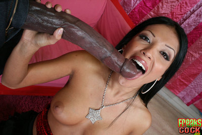 Appealing Latin chick doll Maya Gates anal drilling with a animal phallus