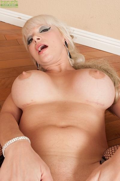 Gratifying flexy MILF in nylons revealing her marangos and pink orifice