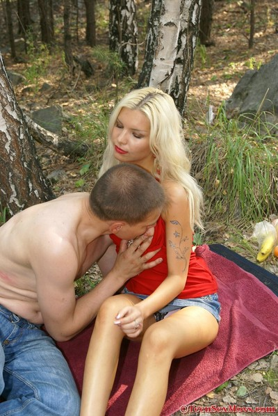 Fairy amateur gal attains her billibongs coated with jism