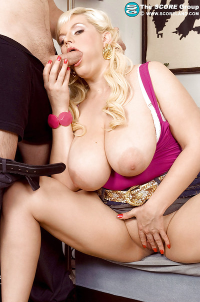 Bailey Santana seduces postman for rough astonishingly by denuding her chubby breasts