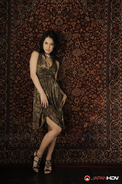 Maria Ozawa polite and posing.