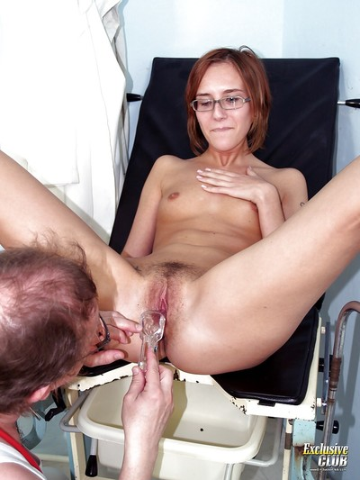 Fixation gal in glasses gives her curly love-cage for a appear to be to gyno doc