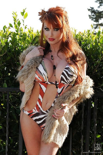 Untamed ripe lady Taylor Wane showcasing her curvaceous body outdoor