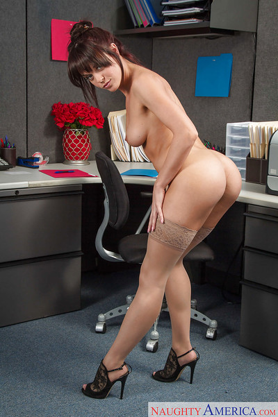 Milf Rahyndee James wish to tang a beefy stick in her inflexible gap